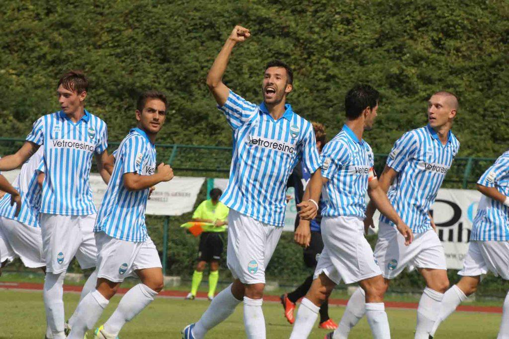 L'esultanza di Di Quinzio nel momentaneo gol del 2-1.